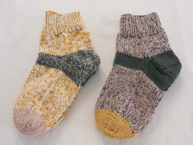 la casita: Meanwhile: The Little House, Knitting Idea, Colour, Candy Socks, Color Combos, Clothes, Knitting Inspiration