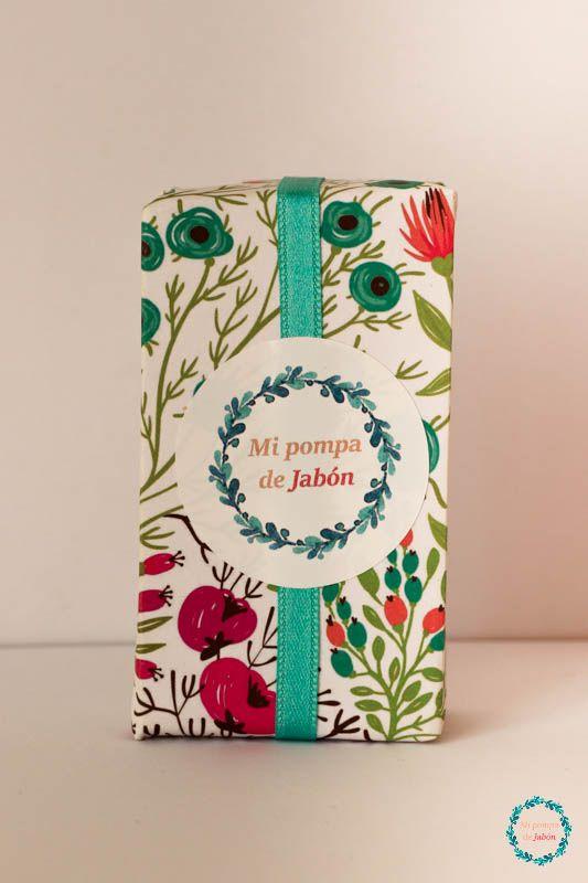 Mi pompa de Jabón quiere formar parte de un día tan especial para ti, y que sorprendas a tus invitados con un bonito recuerdo del que disfrutarán, a la vez que mimarán su piel con las maravillosas propiedades de nuestros productos. Personalizamos