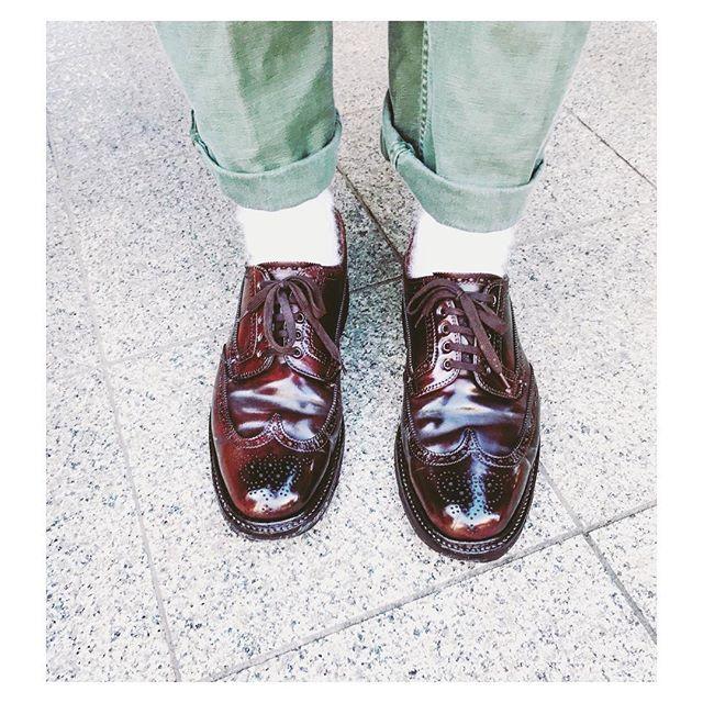 y_n08 Alden shoes 🌈🌈👟👟 . #ootd  #outfitoftheday  #alden #footwear #shellcordovan  #aldenshoes  #denim #outfit  #streetstyle  #mensfashion #mensstyle #madeinusa  #fashion #fashionblogger  #streetfashion  #instafashion  #オールデン #リーバイス #今日の足元 #今日の靴  #足元くら部  #足元 #革靴 #着画くら部  #着画 #おしゃれ  #お洒落 #秋コーデ #メンズファッション 2017/11/24 20:49:43