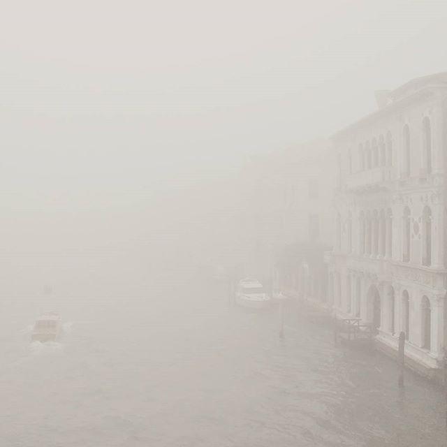 15.33 p.m. #venezia #venice #fog #nebbia #foggyday #italy #november #fogvenice #foginvenice
