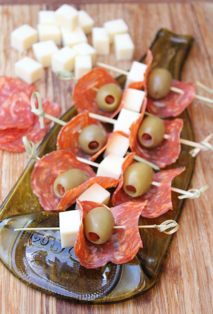 Antipasto skewers with salami, olives and mozzarella | www.ricottaandradishes.com