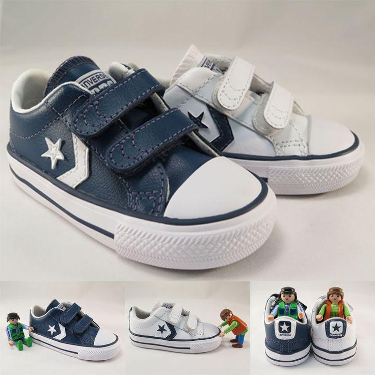Zapatillas converse de piel en dos colores, blanco y azul marino. Cierre de velcro. Moda en #calzadoinfantil