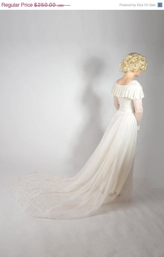 48-Hour Sale - Vintage 1940s Wedding Dress // Wedding Mist Romantic Chiffon Early 40s Wedding Dress XS