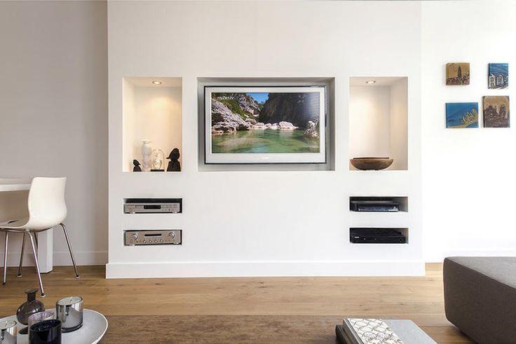 inbouw boekenkast, tv in muur inbouwen, verlaagd plafond keuken met verlichting