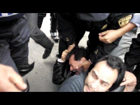 Grave represión de la policía del DF  a Fernandez Noroña y ANIMO en el s...