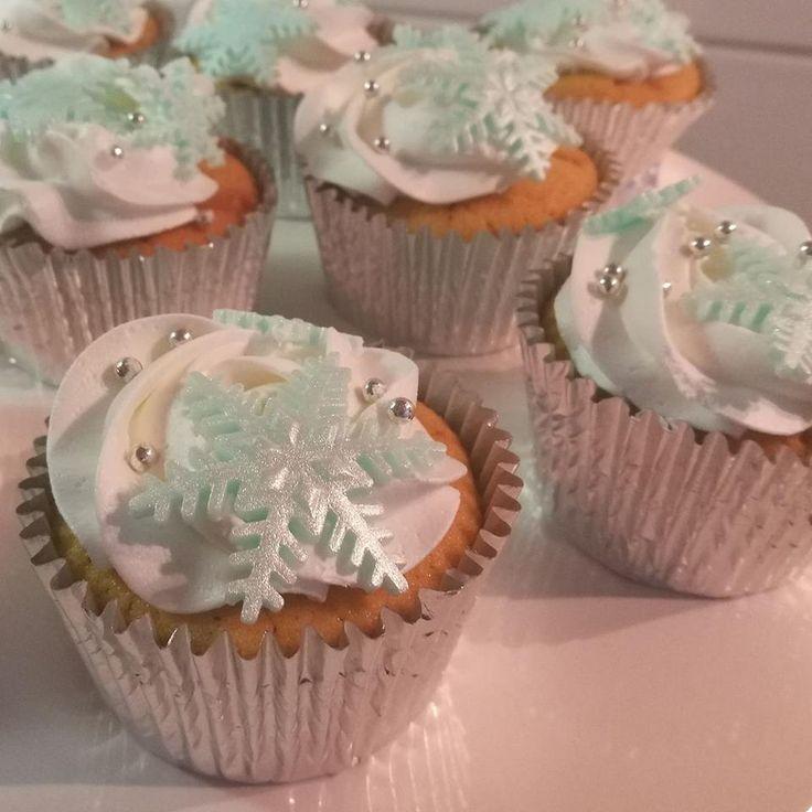❄️ Christmas cupcakes ❄️ . #christmas #kerst #mint #kerstcupcakes #kerstdiner #school #receptideebakery