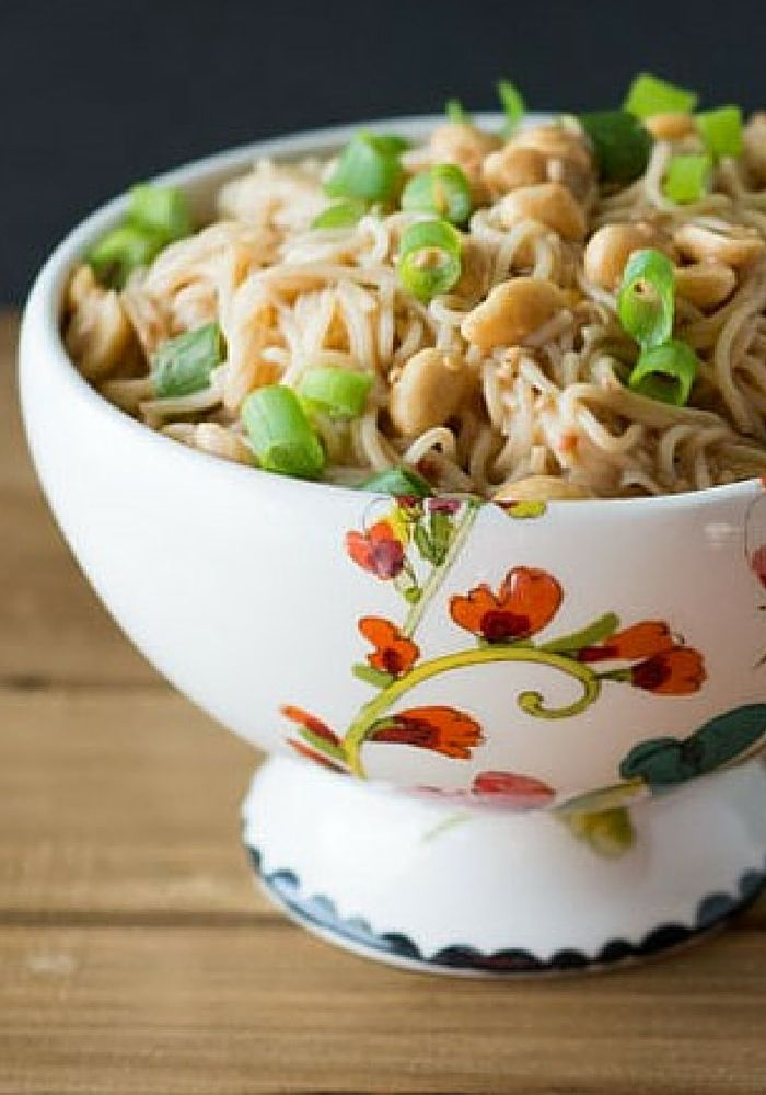 10 Minute Peanut Sauce Noodles. Ready in 10 Minutes. Click through to my website to download your FREE cookbook with 6 pasta and noodle recipes that can be made in under 30 minutes!