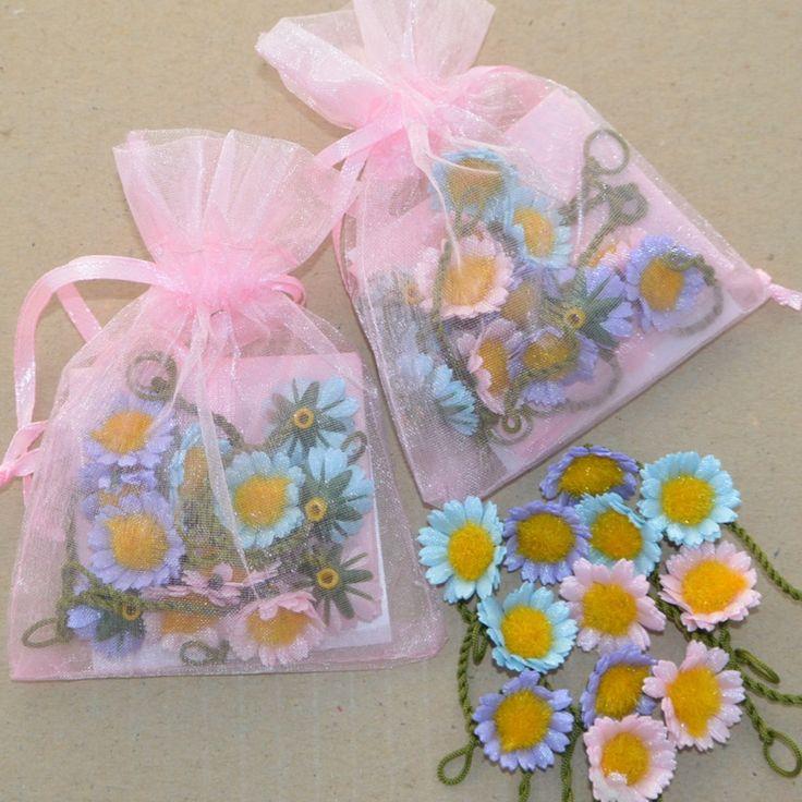 Pastel Daisies @ threecheersfour.com