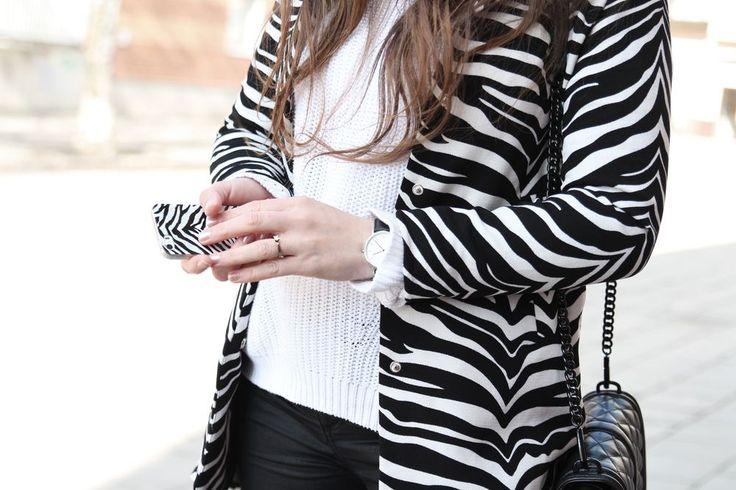 Therez.se - #zebra #blackandwhite #rebeccaminkoff #danielwellington