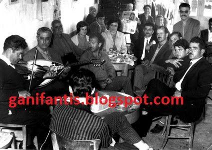 Στο καφενείο του Κουτσουρέλη στην Κίσαμο. Παίζουν Μιχάλης Κουνέλης -βιολί, Γιώργης Κουτσουρέλης -λαούτο