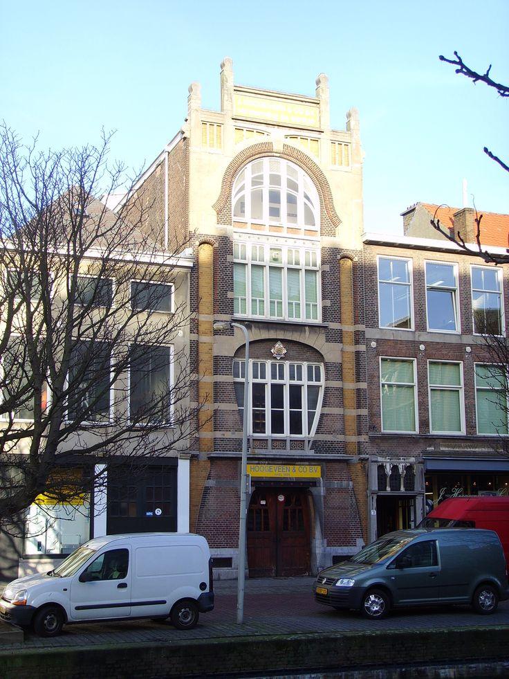 Pakhuis van de ijzerwarenfirma Hoogeveen ontwerp van Art-Nouveau architect W B van Liefland 1901 Veenkade Den Haag