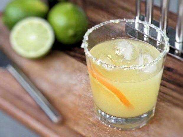 Συνεχίζουμε το αφιέρωμα στα καλοκαιρινά ποτά και το πώς μπορείς να τα χρησιμοποιήσεις σε κλασικά (αλλά και μερικά πιο ιδιότροπα) κοκτέιλ. Σειρά έχει η βασίλισσα του Μεξικό.
