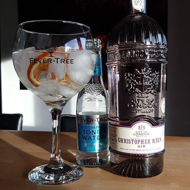 @cityoflondondistillery Christopher Wren Gin @fevertreemixers Mediterranian Tonic Water home dried orange wheel. #gintonic #gin #gt #tonic #dandywithlens DandyWithLens.com