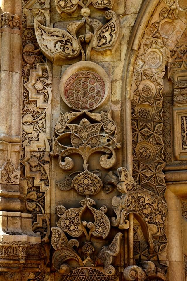 Sivas'ın Divriği ilçesindeki, 786 yıllık, tarihi Divriği Ulu Camii ve Darüşşifası, mimarisi ve zengin Anadolu geleneksel taş işçiliği örnekleriyle 1985 yılında UNESCO Dünya Miras Listesine alınmıştır.
