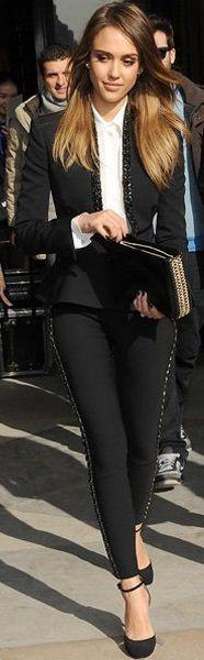 Celebrity Street Style    Picture    Description  Jessica Alba     https://looks.tn/celebrity/street-style/celebrity-street-style-jessica-alba-25/