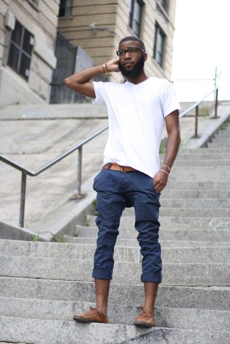 keep it simple... white tee + navy chinos + split it up with a bit of tan/brown #summeroutfit