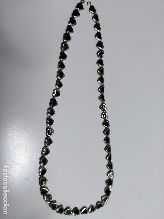 a8d4bb31e52c Cadena o collar. En forma de corazónes pequeños. Plateada y negra ...