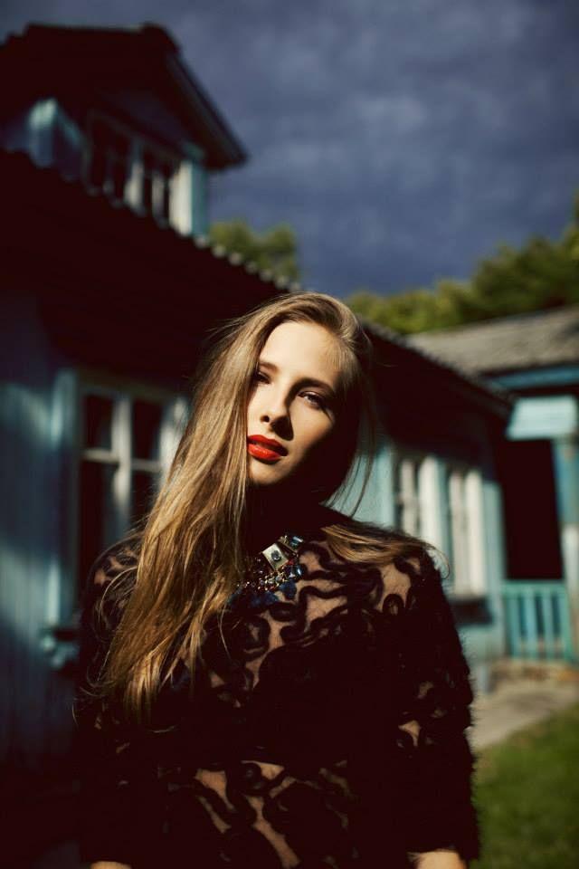 xxanaxx foto: Sonia Szóstak stylizacja: Katarzyna Kurkovwa wizaż: Agnieszka Wolszczyk modele: Klaudia Szafrańska, Michał Wasilewski