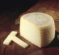 Castilla/La Mancha Queso Manchego--Este queso se acompaña de manjares procedentes de la región de la mancha, como las frutas de áliva y los frutos secos.