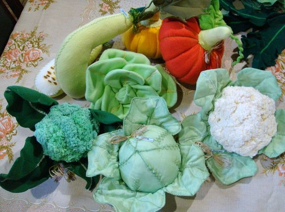 confecciona qualquer fruta,verdura,legume,raizes,tuberculos,comidas em geral em tecido e feltro.com detalhes do interior do item  consulte