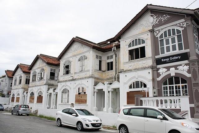 <3 these colonial shop buildings along Jalan Lau Ek Ching, Ipoh