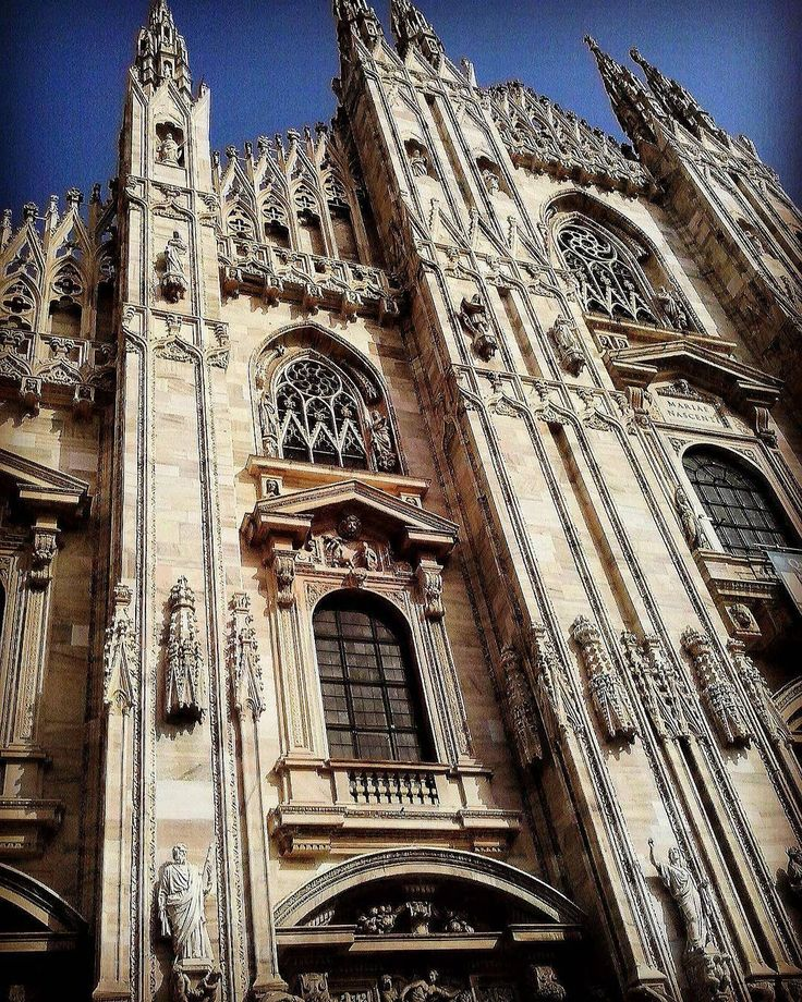 Bellezza eterna che si erge tronfia e maestosa... (pic by me) #milano #milan #duomo #duomodimilano #bellezza #gotica #piazzaduomo #milanodavedere #milanoclick #fotografoitaliano #fotografia #architecture #architecturelovers #art #artwork #artsy #instart #instarchitecture #milanocity #vivo_milano #igmilano #instalike #instalove #instadaily #milancathedral #beauty #beautiful #milanodaclick by serenamente05