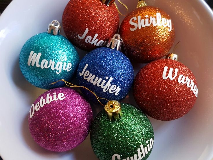 Personalised Glitter Christmas Baubles by Lilla-Rose Gifts 'n More. Find us on Facebook www.facebook.com/LillaRoseGifts These personalised Christmas Baubles are made to order. Glitter, matte and shiny available. The come in a range of gorgeous colours: blue, green, pink, orange, turquoise, red and more...