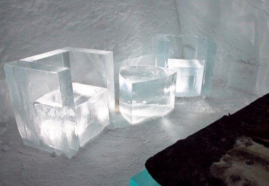 Al twintig jaar kun je -als je tenminste geen koukleum bent- overnachten in het Zweedse Ice Hotel. Het hotel is volledig van ijs en sneeuw gemaakt, en dus 100% recyclebaar. Met 350 Euro per nacht is het ijshotel niet bepaald voordelig, maar het unieke design en de vele unieke ijssculpturen in en rond de hotelkamers maken veel goed. - See more at: http://www.stedentripper.com/blog/2729/vreemdste-hotels-hotelkamers-europa/#sthash.0PwpnJ6n.dpuf