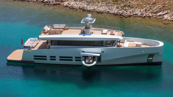 Yacht di lusso Kanga Wally Ace, 26 mt, 10 ospiti, equipaggio di 5, è disponibile per noleggio. Dotato di tre ponti, vaste aree esterne e un design interno moderno e luminoso
