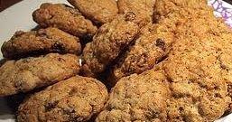 Υλικά:  1 φλ. Βρώμη (κουάκερ)  Ταχίνι όσο πάρει  1 μπανάνα  3-4 κ.σ. σταφίδες  προαιρετικά ξηροί καρποί σε σκόνη (αμύγδαλα, καρύδια, κα...