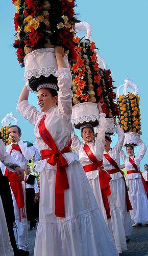Festa dos Tabuleiros - de 4 a 13 de Julho de 2015    -   Tomar, Portugal