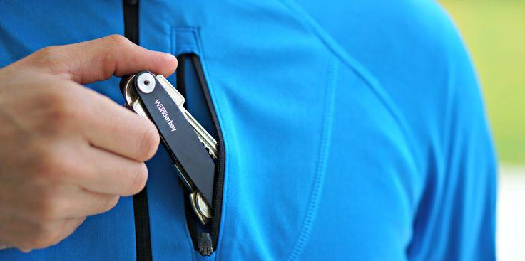 Klein und kompakt, sodass sich der Wunderkey elegant in der Jacken- oder Hosentasche verstauen lässt. #keyorganizer #geschenk #guteidee