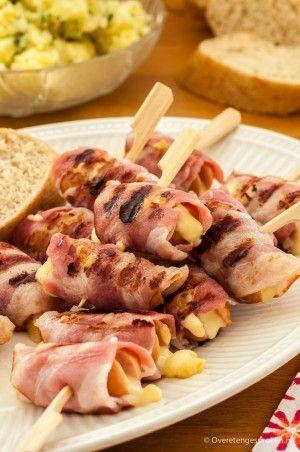 Knakworstjes met kaas en spek - Begin je barbecue goed met dit verrassend lekkere hapje.