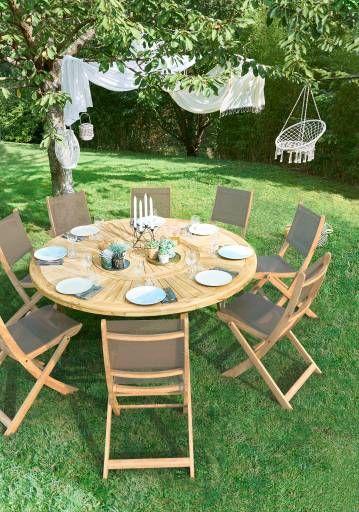 Une belle table ronde pour des déjeuners et dîners au jardin à retrouver dans votre Bricomarché le lus proche. #Bricomarché #salondejardin #terrasse #jardin