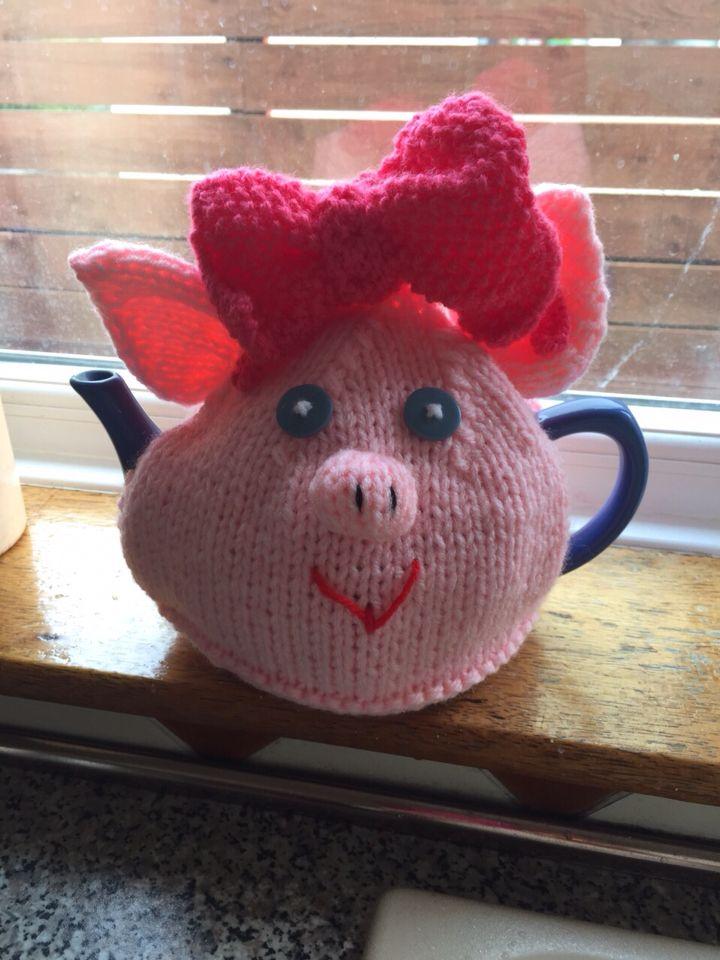 Daisy pig tea cosy