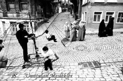 Mahallelerde dolaştırılan seyyar dönme dolap