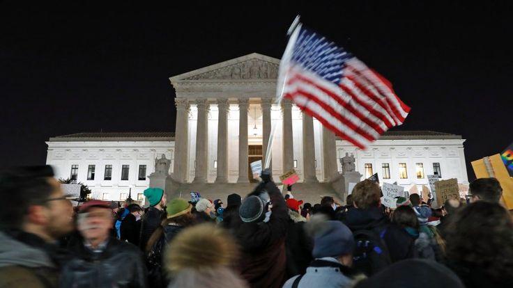 Zwei Wochen Trump Das leise Wimmern der Demokratie Nach zwei Wochen im Amt ist klar: Donald Trump hat damit begonnen, die amerikanische Demokratie in eine Diktatur zu verwandeln. Wann ist der Punkt ohne Wiederkehr erreicht?