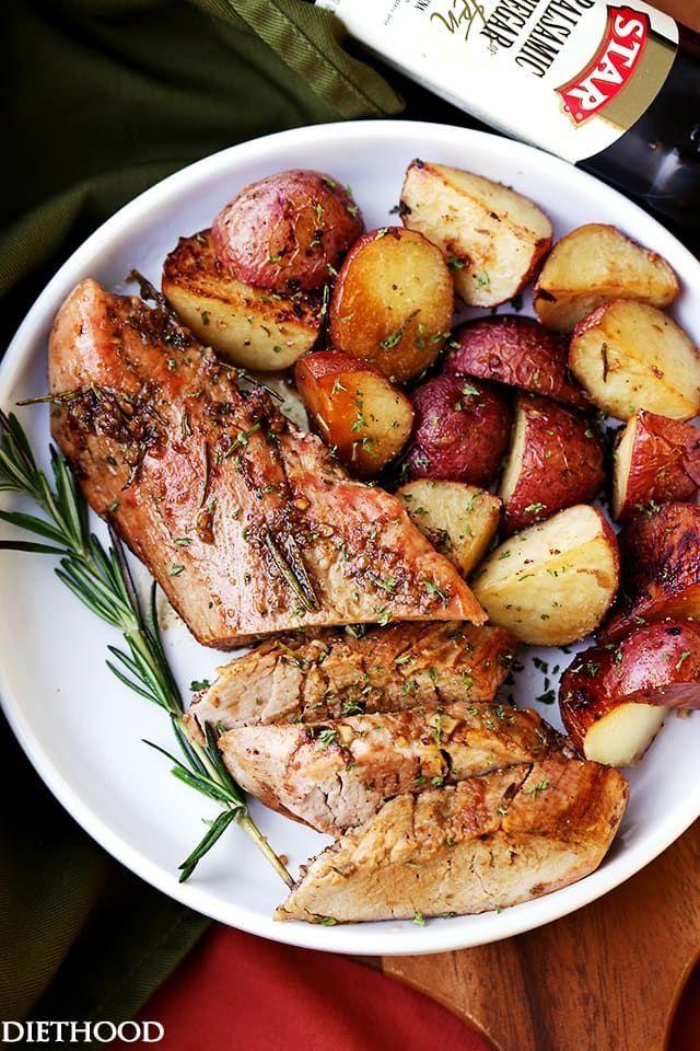 Lombo de porco assado balsâmico com alho e alecrim - Fácil de fabricar, saboroso e incrivelmente macio lombo de porco esfregado com uma mistura de alho e rosemary balsâmico faz com que uma multidão agrada o jantar com muito pouco esforço.