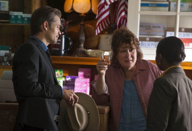 Still of Margo Martindale, Timothy Olyphant and Erica Tazel in Justified (2010)