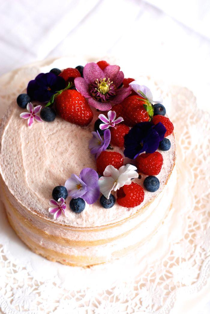 Naked cake čili nahatý dort