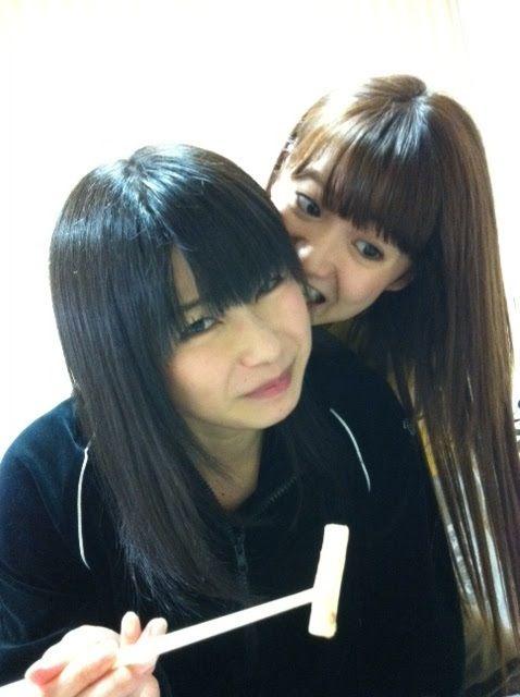 Yuko taking a bite out of Yuihan's ear #AKB48