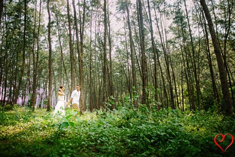 A prenuptial photo shoot amidst nature. | From Carla and Buddy's prenuptial photo shoot, as featured on www.bridalbook.ph