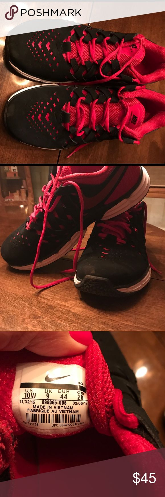 Men's Nike size 10 wide.  Red &black. Men's Nike shoes size 10 wide Red and black....Excellent condition! Nike Shoes Sneakers