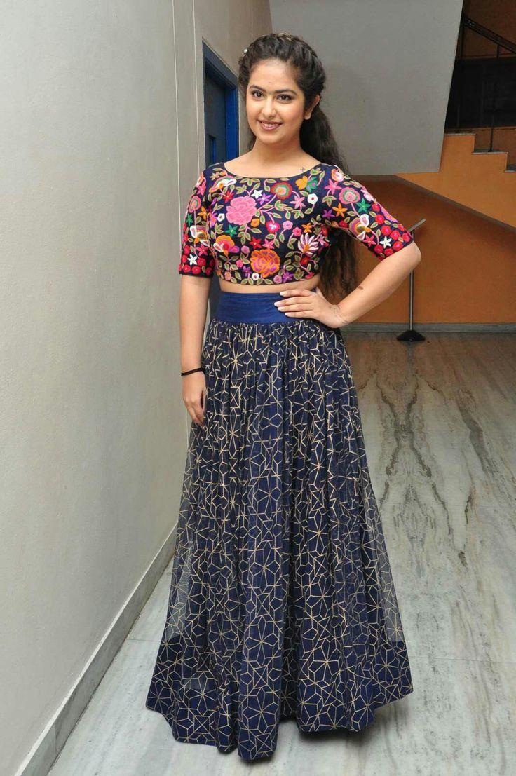 Best 25+ Indian skirt ideas on Pinterest   Lehenga, Indian ...