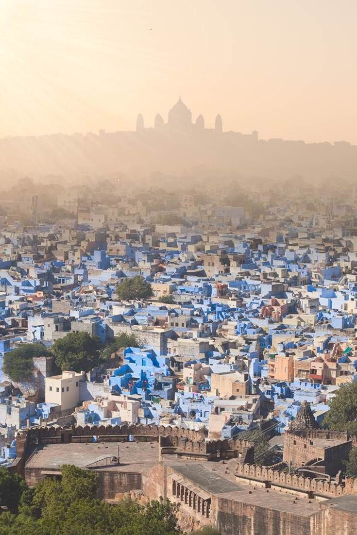 Majestic view to Jodhpur, the blue city with Umaid Bhawan Palace behind