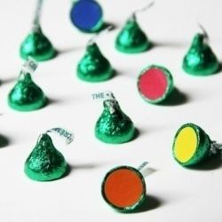 A cute way to separate students into groups: Hershey's Kisses and colored dots. | 25 Clever Classroom Tips For Elementary School Teachers