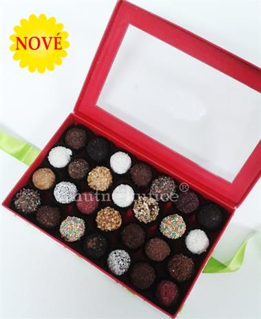 Čokoládové guličky plnené sušeným ovocím, orieškami, kávovou alebo nugátovou plnkou. Ponúkajú len Chutné kytice.  http://www.chutnekytice.sk/kytica/69/cokoladove-gulicky
