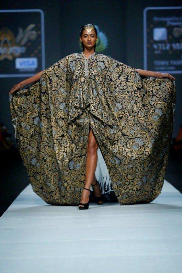 Hello fashionista, Iwan Tirta, Pioneer Fashion Designer Batik Wear Indonesia menghadirkan Hasta Brata Collection pada pagelaran Dewi Fashi...