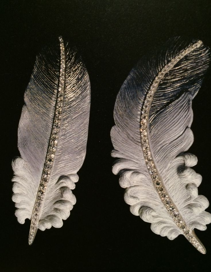 Feather earrings by JAR Paris (no source for the pic availabe, but I'm endorsing it coz- hey, it was originally posted by Cheryl Kremkow!) : )