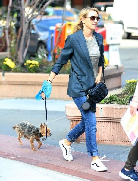Naomi Watts Photos Photos - Newly single actress Naomi Watts is all smiles while out and about in New York City, New York with her mom Myfanwy Edwards Roberts on October 17, 2016. Naomi, who recently called it quits with Liev Schreiber, has been busy as of late filming 'Gypsy' in NYC. - Naomi Watts Out And About In NYC With Her Mom